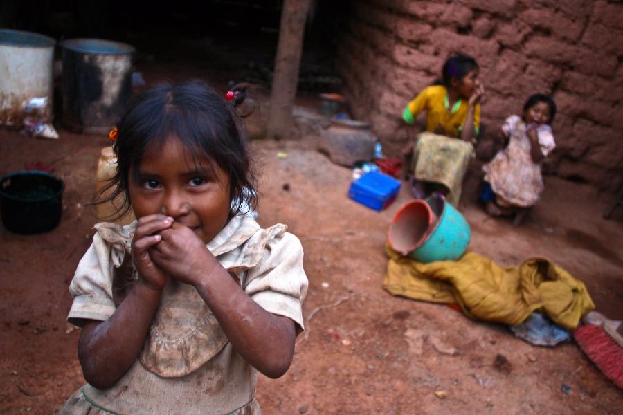 Como se relaciona la pobreza la alimentacion y la salud